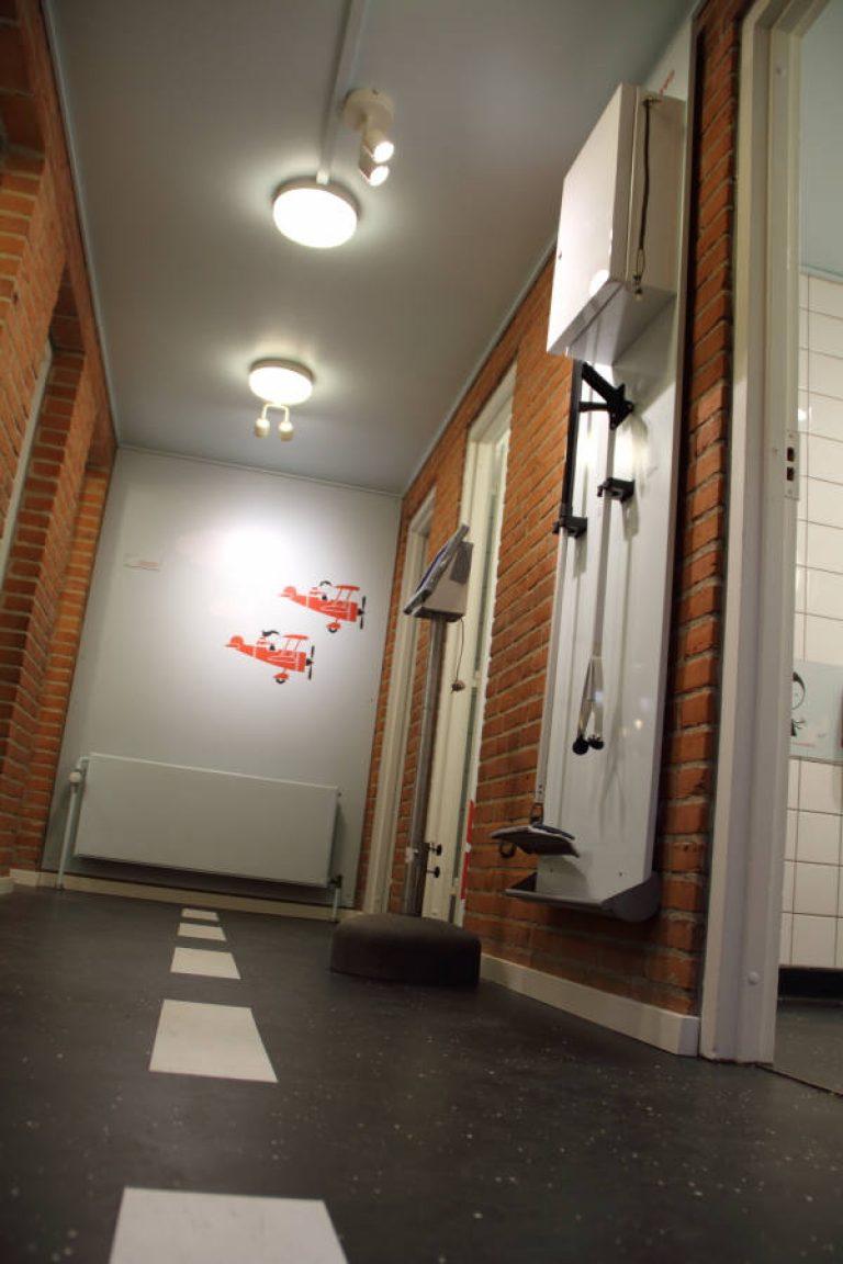 Skoletoiletter i folekskolen. Lækre skoletoiletter. Trivsel og hygiejne af skoletoiletter. Besøg Brave.