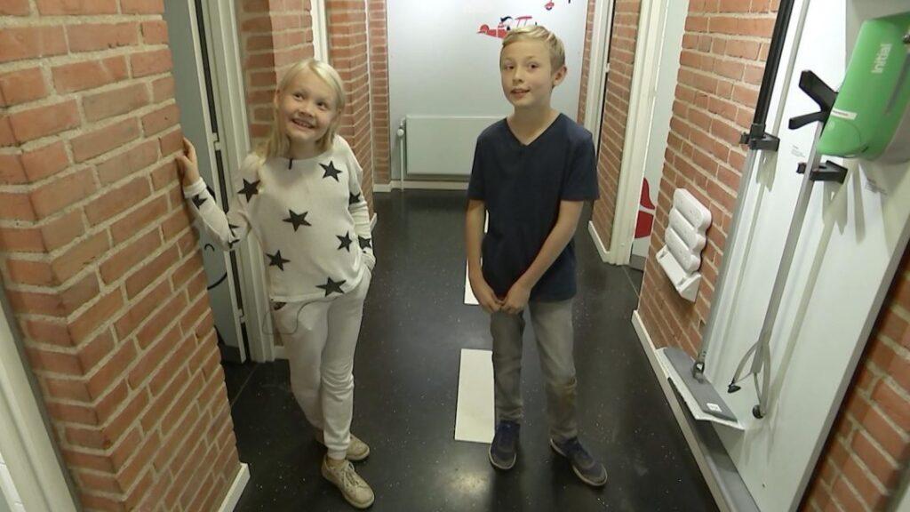 Projekt Skoletoiletter – problemer løst af Brave. Ulækre skoletoiletter. DR og skoletoiletter. Skoletoiletter i TV. Skoletoiletter på Youtube. Udført af Brave. Fremtidens skoletoiletter.