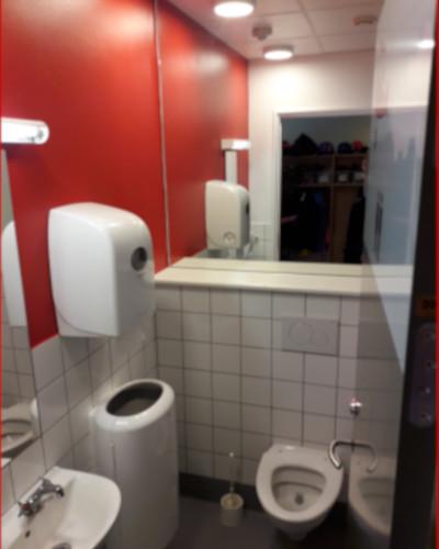 DR skoletoiletter. Skoletoiletter udviklet og designet af Brave. Brave hjælper folkeskolen til bedre skoletoiletter. Her ses et design udviklet af Brave.