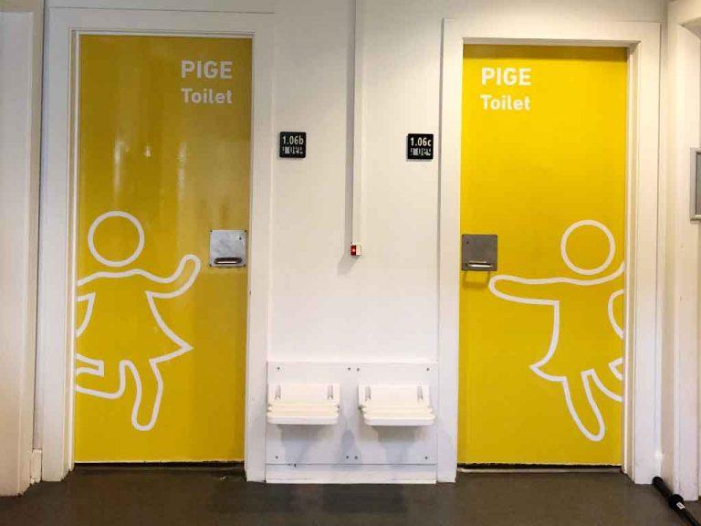 Design af skoletoiletter. Her på Skolen ved Søerne på den gule gang