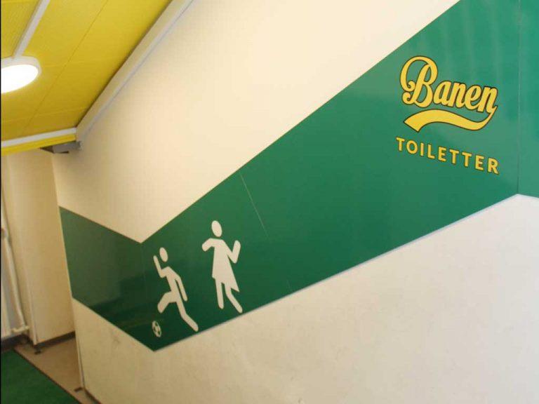 Design af skoletoiletter. Her på Skolen ved Søerne. Gårdtoiletter – nu Banen. Et efterbillede