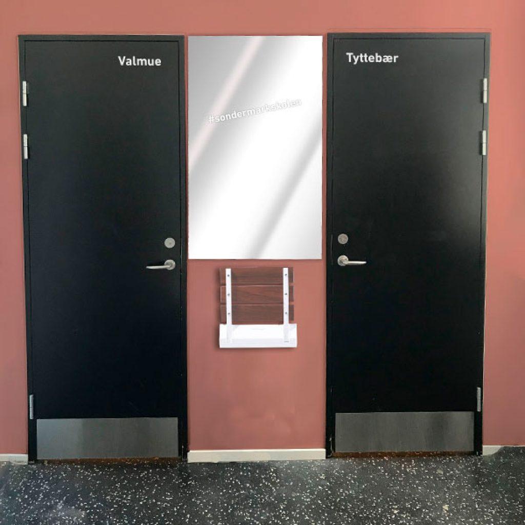 Skoletoiletter – design og mock-up af farve. Brave