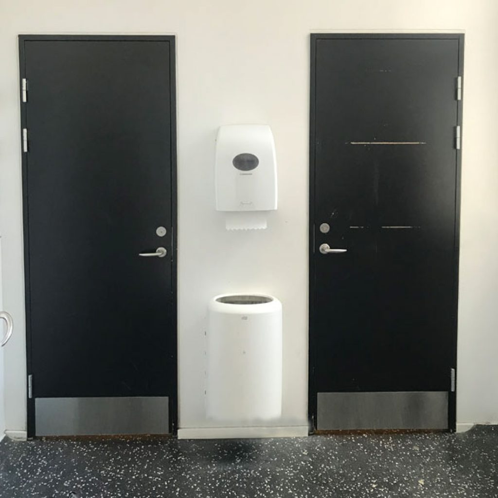 Skoletoiletter – billede før vi går i gang. Brave