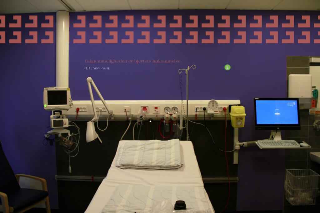Nudging på sygehus med farver og mønstre. Nudging navigation